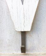Appendiabiti con personale lettera in legno di recupero sbiancata a mano