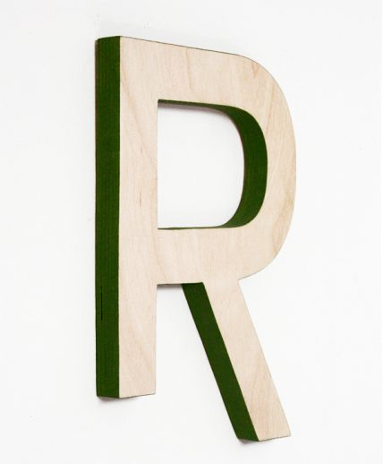 lettera in legno di betulla con profilo colorato