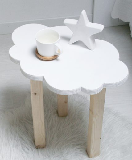 Tavolino a forma di nuvola per la camera dei bambini