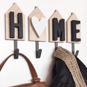 Appendiabiti con scritta HOME in legno naturale