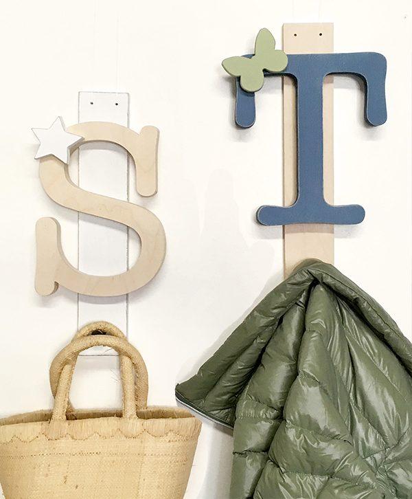 Appendiabiti per regalo personalizzato con lettere e decorazioni per bambini