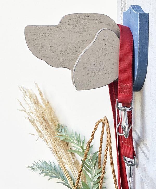 Testa di cane in legno per appendere guinzaglio a parete
