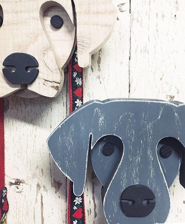 Cani in legno di recupero naturale e colorato a mano artigianalmente