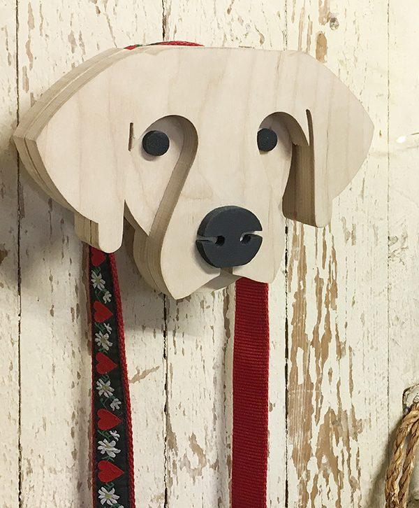 Cane personalizzabile in legno naturale per appendere guinzaglio