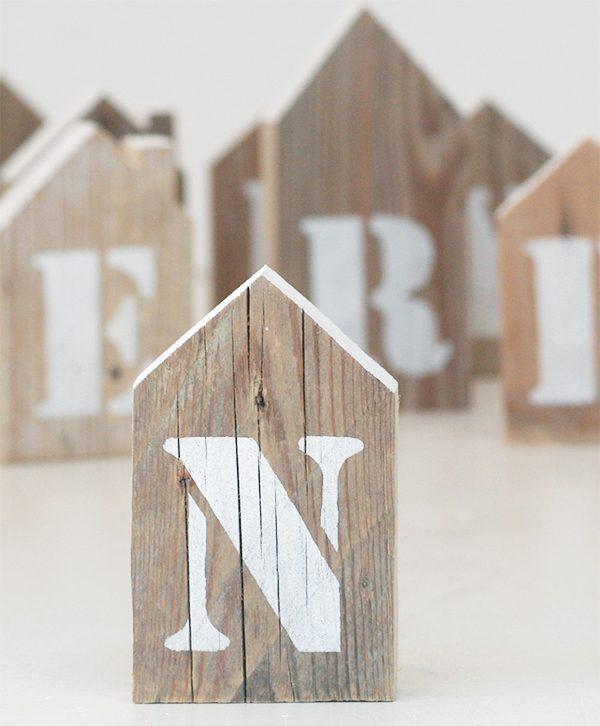Casette in legno naturale personalizzabile con iniziale dipinta