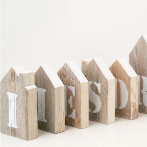 Casette in legno con lettere personalizzabili dipinte a stencil