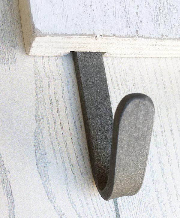 Gancio appendiabito in ferro per lettera in legno personalizzata