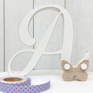 lettera in legno per bambina