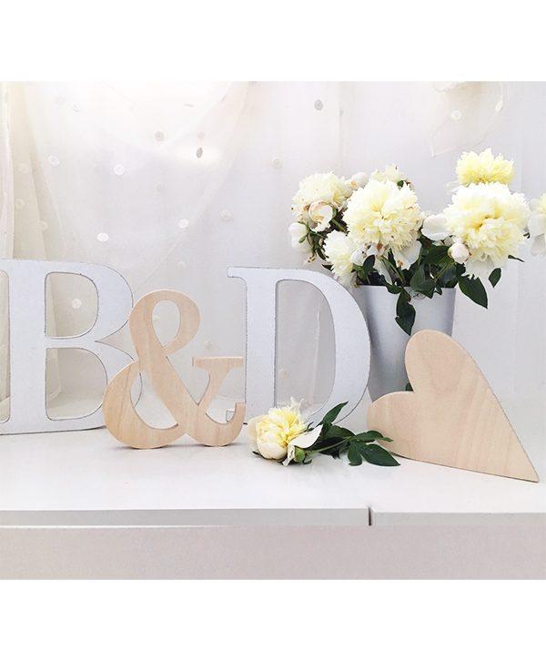 Lettere in legno con & e cuore personalizzate nei colori