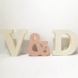 Iniziali per matrimonio in legno rosa