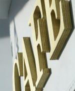 Lettere in legno dipinte a mano in oro