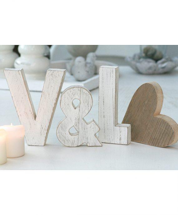 Iniziali con & e cuore in legno di recupero