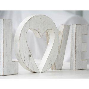Scritta LOVE in legno in stile shabby chic