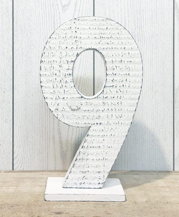 Numeri bianchi in legno di recupero per tavolo matrimonio shabby chic