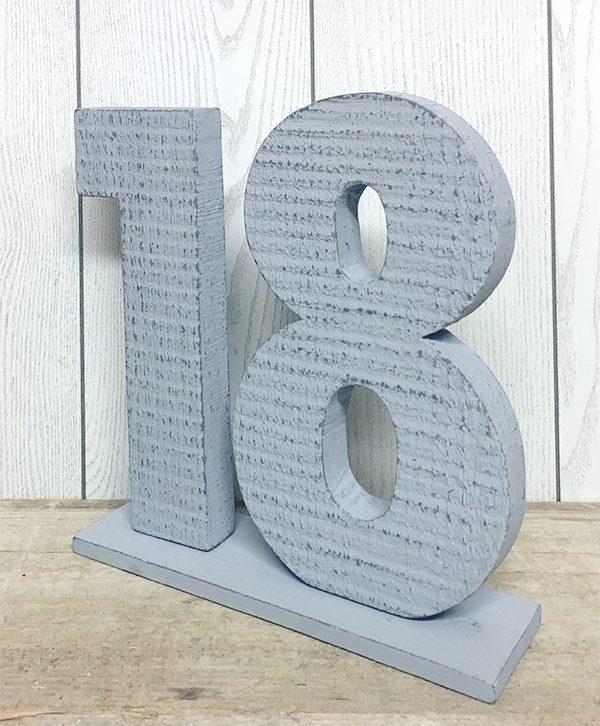 Numeri in legno colorati con base d'appoggio