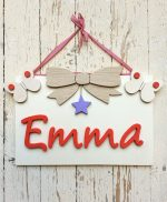 Nome di bambino con decorazioni in legno