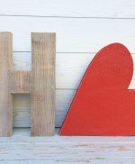 Lettere e cuore in legno colorato a mano e personalizzato per scritta HOME