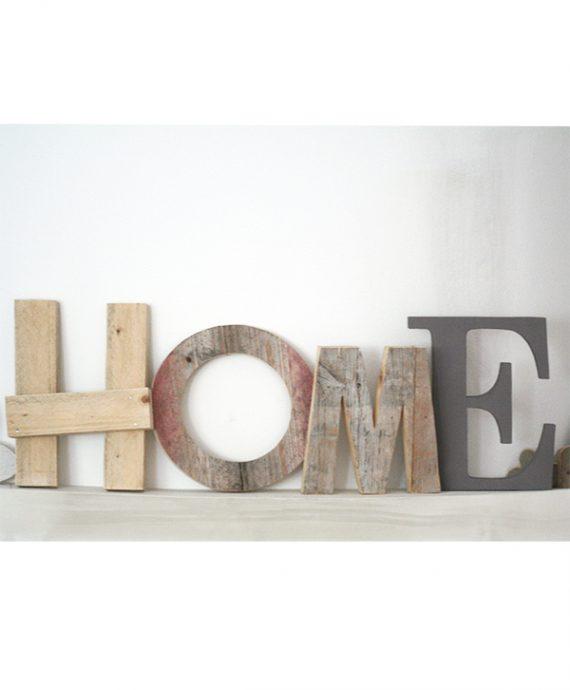 Scritta HOME fatta a mano in legno di recupero