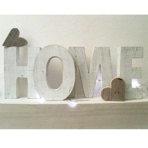 Scritta HOME con cuori in legno di recupero sbiancato e naturale