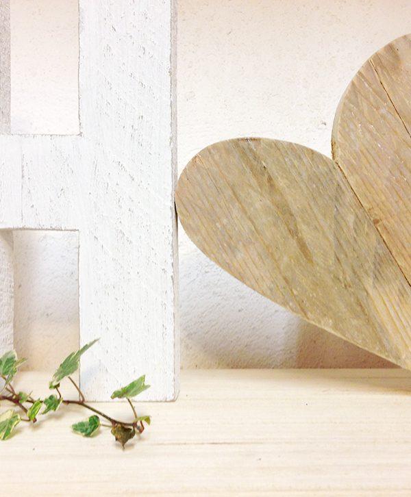 Lettere e cuore in legno di recupero personalizzabile nei colori e nelle misure