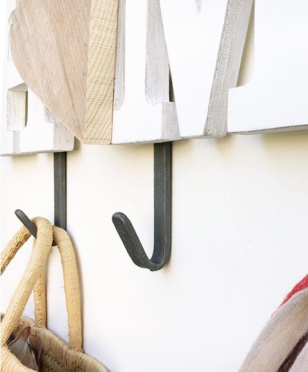 Ganci appendiabiti in ferro con scritta e cuore in legno fatto a mano