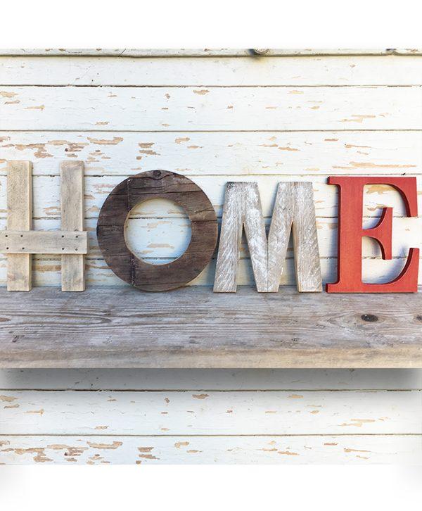 Scritta HOME fatta a mano in legno naturale e dipinto