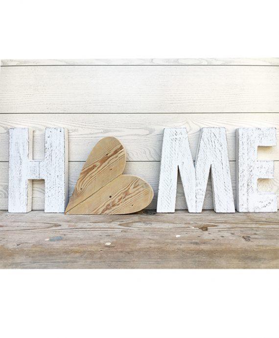 Scritta HOME in legno di recupero con cuore
