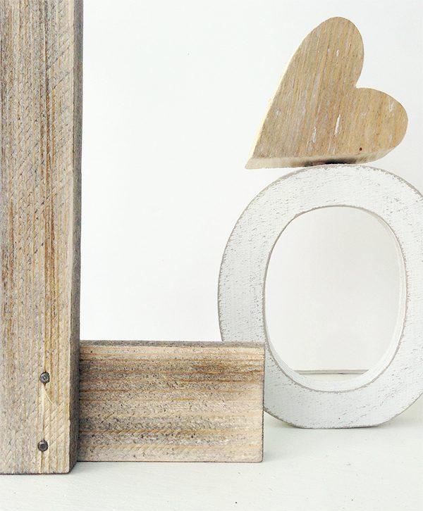 Scritta love con lettere in legno di recupero fatte a mano e decorazione personalizzata