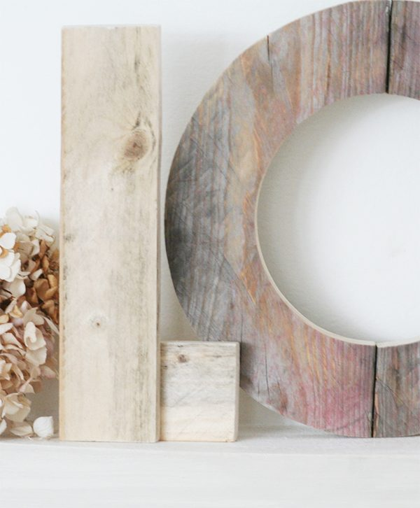Lettere in legno di recupero fatte a mano per scritta love