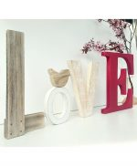 Scritta LOVE in legno con lettere colorate e decorazione personalizzata