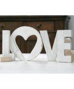 Scritta LOVE in legno di recupero dipinto a mano