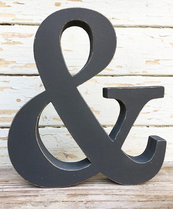 lettera & in legno dipinto a mano