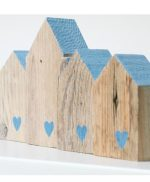 Casette in legno di recupero con cuori dipinti a mano