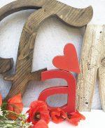 Lettere e decorazione in legno di recupero per scritta Family