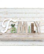 Scritta FAMILY in legno di recupero naturale e colorato a mano artigianalmente