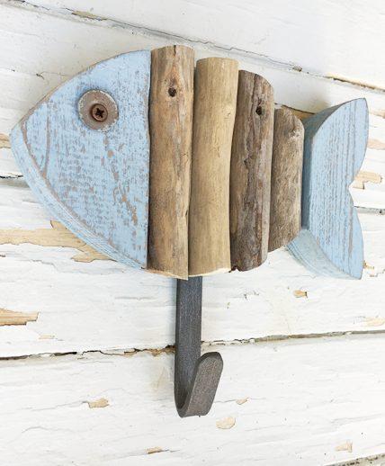 Appendiabiti per il mare con pesce in legno colorato