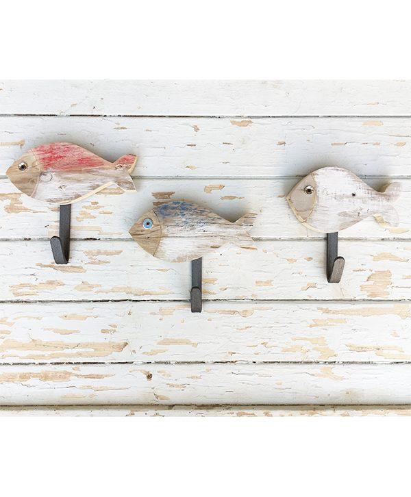 Pesci appendiabiti in legno di recupero per casa al mare