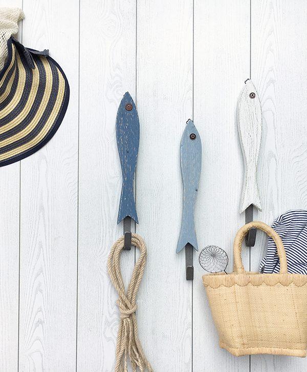 Pesci appendiabiti per casa al mare in legno di recupero