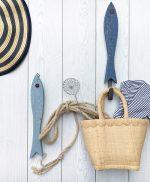 Appendiabiti per casa al mare con pesci in legno