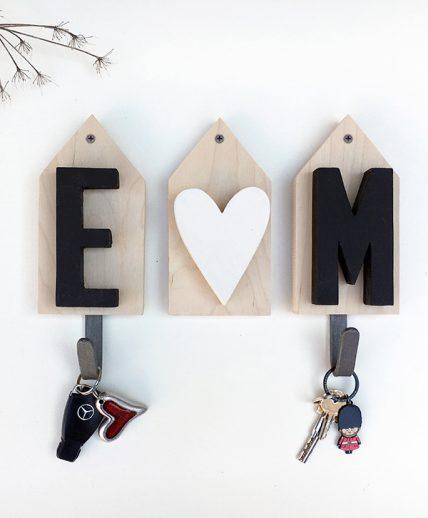 Appenditabiti personalizzabile con iniziali in legno