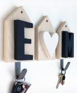 Casette appendiabiti in legno con iniziali personalizzabili e cuore