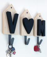 Appendiabiti con lettere in legno e cuore fatti a mano e personalizzabili con le iniziali