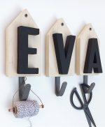 Casette in legno con gancio appendiabiti e nome personalizzato su richiesta