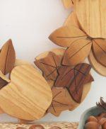 Corona in legno massello naturale con mele e edera