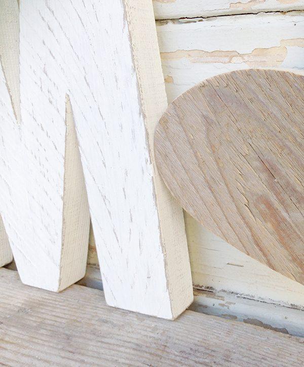 Lettera e cuore in legno di recupero naturale e sbiancato fatto a mano