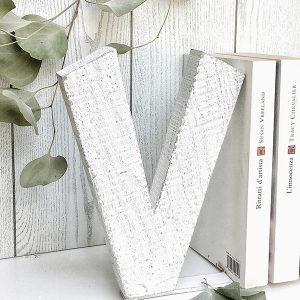 Lettera fermalibro in legno di recupero fatta a mano e personalizzata