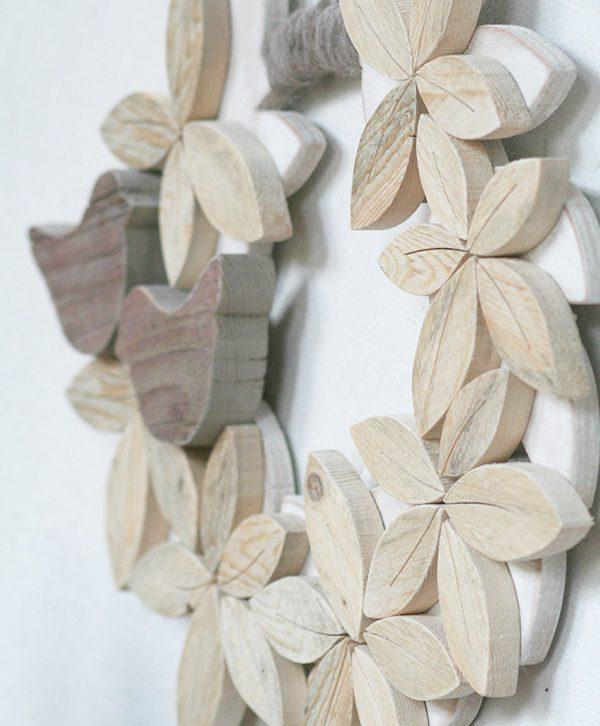 Ghirlanda con uccellino in legno di recupero naturale