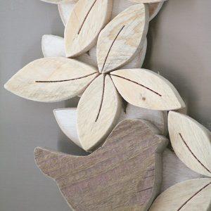 Ghirlanda in legno di recupero naturale con uccellino