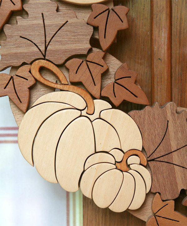 Corona autunnale con zucca in legno
