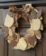 Ghirlanda in legno massello naturale con mele e edera